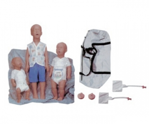 Kim(新生儿)、 Kevin(6个月)和Kyle(3岁)心肺复苏训练Manbo万博体育人